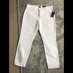 NWT NYDJ White ankle Jeans. Size 14